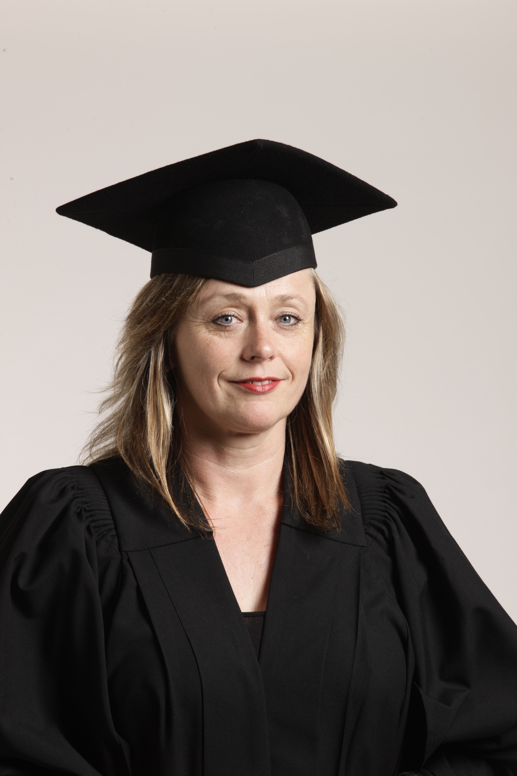 The University of Sydney Alumni eStore - Gown - Graduate or Postgraduate